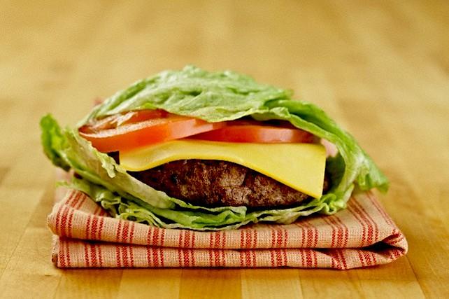 Na burger ide ideálne pravý tenký čedar.