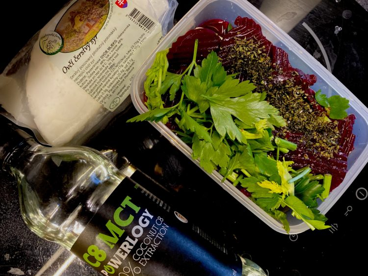 Ovči syr, červená repa, zeler, petrźlen, olivový olej, MCT