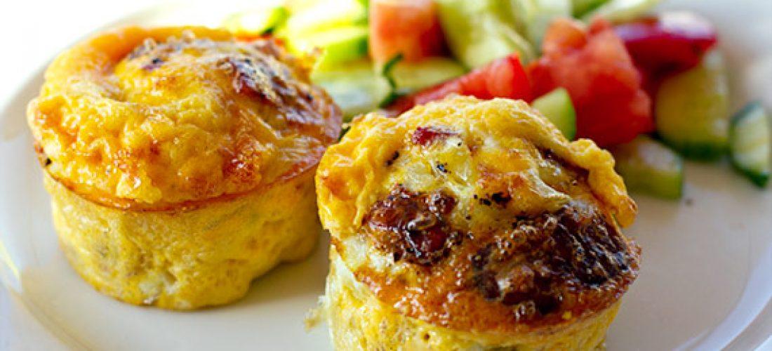Vajíčkové muffiny bez múky so slaninou a zeleninou